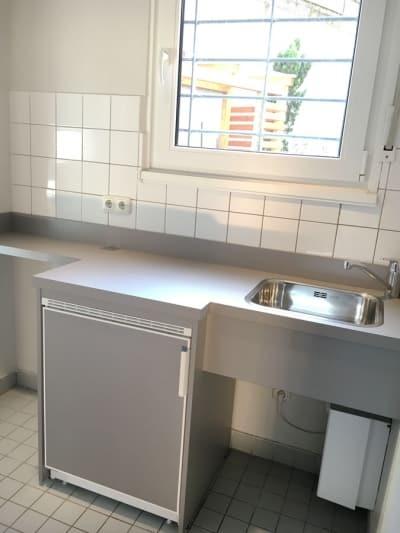 unser coworking space verfügt über einen kleinen kühlschrank